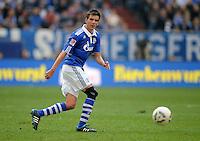 FUSSBALL   1. BUNDESLIGA   SAISON 2011/2012   29. SPIELTAG FC Schalke 04 - Hannover 96                                08.04.2012 Christoph Moritz (FC Schalke 04)  Einzelaktion am Ball