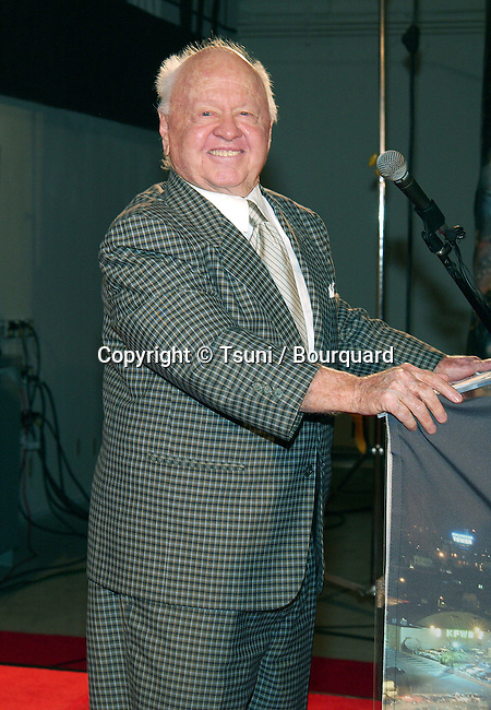 Mickey Rooney during his speech at the opening ceremony of the Hollywood Hall of Fame in Hollywood, Los Angeles. October 29, 2002.           -            RooneyMickey10.jpg