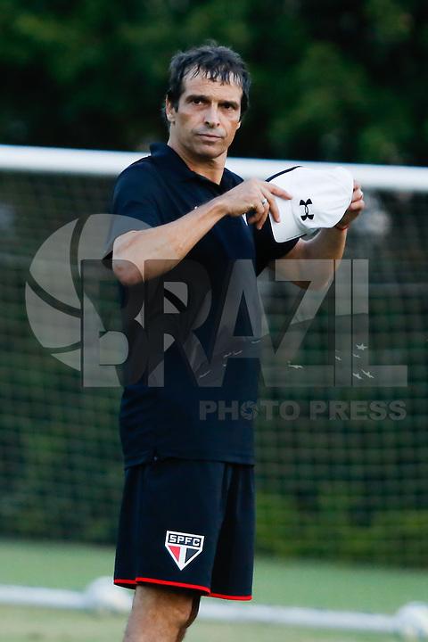 SAO PAULO, SP, 27.05.2015 - FUTEBOL-SAO PAULO -  Milton Cruz durante o   treino do São Paulo Futebol Clube, na tarde desta quarta-feira (27) , no Centro de Treinamento da Barra Funda, zona oeste da cidade de São Paulo(Foto: Adriana Spaca / Brazil Photo Press)