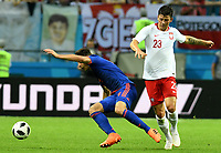 KAZAN - RUSIA, 24-06-2018: Dawid KOWNACKI (Der) jugador de Polonia disputa el balón con Santiago ARIAS (Izq) jugador de Colombia durante partido de la primera fase, Grupo H, por la Copa Mundial de la FIFA Rusia 2018 jugado en el estadio Kazan Arena en Kazán, Rusia. /  Dawid KOWNACKI (R) player of Polonia fights the ball with Santiago ARIAS (L) player of Colombia during match of the first phase, Group H, for the FIFA World Cup Russia 2018 played at Kazan Arena stadium in Kazan, Russia. Photo: VizzorImage / Julian Medina / Cont