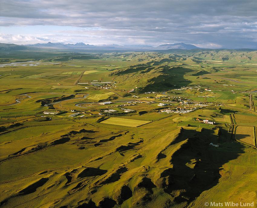 Flúðir, Hellisholt fremst t.h. Hrunamannahreppur. .Séð til norðurs.,.Fludir viewing north