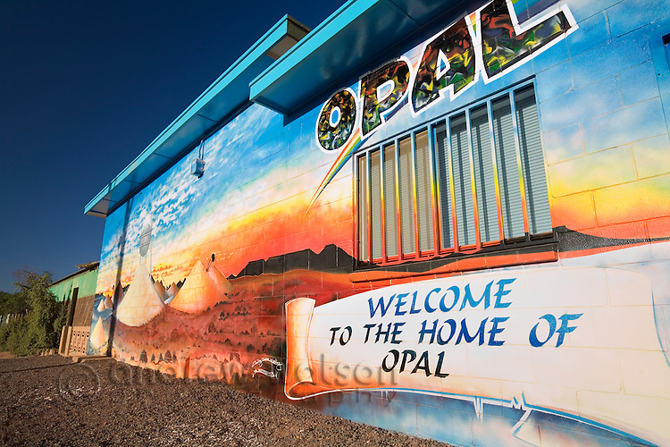 Opal shop in the outback town of Coober Pedy, known as the opal capital of Australia.  Coober Pedy, South Australia, AUSTRALIA.