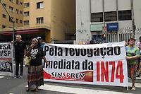 SAO PAULO, SP - 11.12.2014 - SINDIPREV E MTST INVADEM DELEGACIA DO TRABALHO - Cerca de 150 manifestantes invadem a Delegacia Regional do Trabalho e protestam em frente ao Ministério do Trabalho e Emprego no inicio da tarde desta quinta-feira (11) no centro de são Paulo. Pessoas do MTST, Sindiprev e Movimento Anarquista estão no ato que interdita sentido centro da R. Augusta.<br /> <br /> (Foto: Fabricio Bomjardim / Brazil Photo Press)