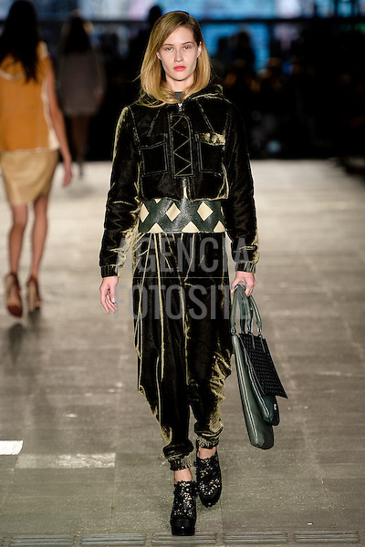Alexandre Herchcovith<br /> <br /> SPFW- Inverno 2015<br /> <br /> <br /> foto: Ze Takahashi/FOTOSITE