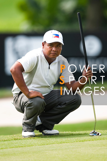 SHENZHEN, CHINA - OCTOBER 29:  Mhark Fernando of Philippines lines up a put on the 18th green during the day one of Asian Amateur Championship at the Mission Hills Golf Club on October 29, 2009 in Shenzhen, Guangdong, China.  (Photo by Victor Fraile/The Power of Sport Images) *** Local Caption *** Mhark Fernando