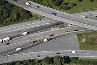 Autobahn: EUROPA, DEUTSCHLAND, HAMBURG 28.08.2014: Autobahn mit vielen Fahrspuren
