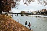 Der Fluss Ung fließt durch die Innenstadt von Uzorhod.