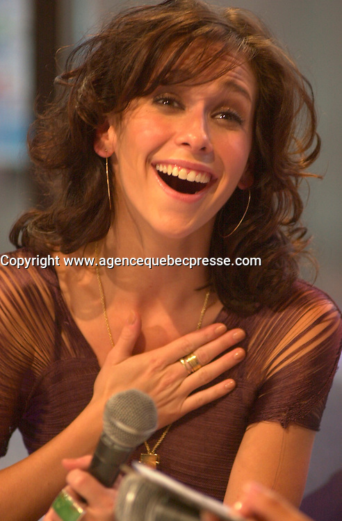 August 19 . 2002, Montreal, Quebec, Canada; <br /> <br /> Actress and Singer Jennifer Love Hewitt during an interview about her latest album BARENAKED<br /> August 19  2002, Montreal, CANADA.<br /> <br /> <br /> <br /> <br /> <br /> <br /> (Mandatory Credit: Photo by Pierre Roussel - Images Distribution (&copy;) Copyright 2002 byPierre Roussel<br /> <br /> NOTE :  D-1 H original JPEG, saved as Adobe 1998 RGB.<br />  Uncompressed and uncropped original  size file available on request.