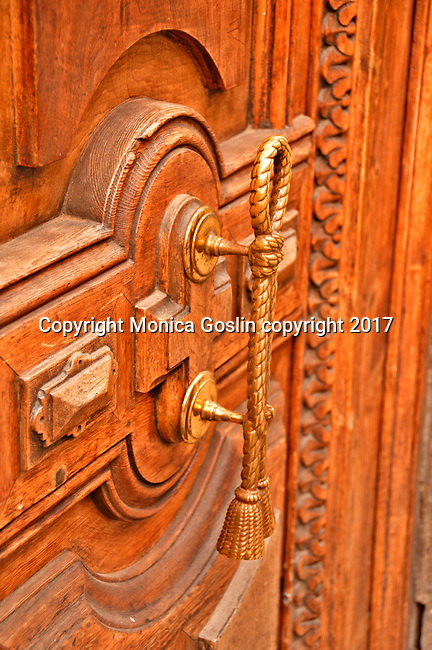 A golden rope acts as a door handle; architecture details in Valencia, Spain
