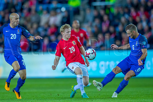 1st September 2017, Ullevaal Stadion, Oslo, Norway; World Cup Qualifier, Group C; Norway versus Azerbaijan; Mats Moller Daehli of Norway challenges Maksim Medvedev of Azerbaijan during the FIFA World Cup group C qualifier match