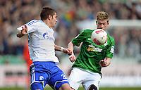 FUSSBALL   1. BUNDESLIGA   SAISON 2012/2013    28. SPIELTAG SV Werder Bremen - FC Schalke 04                          06.04.2013 Roman Neustaedter (li, FC Schalke 04) gegen Kevin De Bruyne (re, SV Werder Bremen)