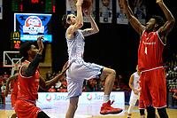 GRONINGEN - Basketbal, Donar - Spirou Basket, Martiniplaza, Europe Cup, seizoen 2018-2019, 20-11-2018, Donar speler Grant Sitton is Spirou speler Dario Hunt de baas