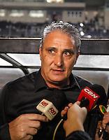 SAO PAULO, SP, 11 JULHO 2012 - CAMPEONATO BRASILEIRO - COR X BOT - Tite tecnico do Corinthians durante partida contra Botafogo valido pela setima rodada do Campeonato Brasileiro no Estadio do Pacaembu na noite dessa quarta-feira, 11 - FOTO: WILLIAM VOLCOV - BRAZIL PHOTO PRESS.
