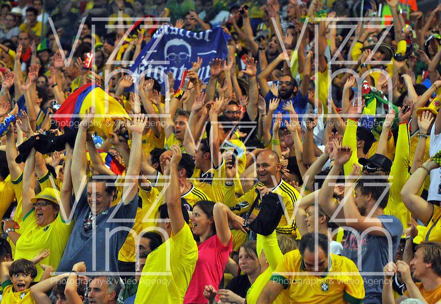 BELO HORIZONTE - BRASIL -28-06-2014. Los hinchas colombianos disfrutan del juego de los octavos de final en el estadio Maracaná de Rio de Janeiro entre Colombia (COL) y Uruguay (URU), hoy 29 de junio de 2014, por la Copa Mundial de la FIFA Brasil 2014./ Fans of Colombia enjoy the match of the Round of 16 at Maracana stadium in Rio do Janeiro between Colombia (COL) and Grece(GRC), today June 28 2014 for the 2014 FIFA World Cup Brazil. Photo: VizzorImage / Alfredo Gutiérrez / Contribuidor