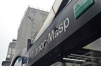 SAO PAULO, 12 DE JUNHO DE 2013 -DESTRUICAO PROTESTO TARIFA - Letreiro da estação Trianon do Metro é visto quebrado, na manhã desta quarta feira, 12. Manifestantes em protesto contra o aumento da tarifa do transporte público, depedraram estações e cabines policiais na Avenida Paulista, região central da capital, na noite de ontem, 11. (FOTO: ALEXANDRE MOREIRA / BRAZIL PHOTO PRESS)