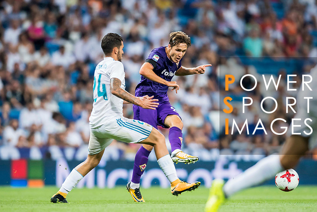 Federico Chiesa (r) of ACF Fiorentina fights for the ball with Daniel Ceballos Fernandez, Dani Ceballos, of Real Madrid during the Santiago Bernabeu Trophy 2017 match between Real Madrid and ACF Fiorentina at the Santiago Bernabeu Stadium on 23 August 2017 in Madrid, Spain. Photo by Diego Gonzalez / Power Sport Images