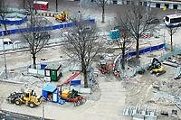 Nederland - Amsterdam - 24 maart 2018.  Het gebied rond Centraal Station gaat de komende jaren weer volledig op de schop, om meer ruimte maken voor openbaar vervoer, fietsen en voetgangers.   Foto Berlinda van Dam Hollandse Hoogte