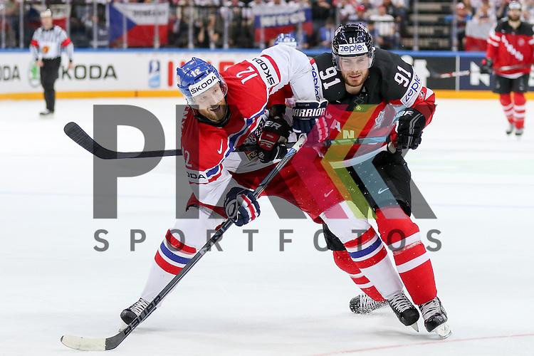 Tschechiens Novotny, Jiri (Nr.12)(Lokomotiv Yaroslavi) im Zweikampf mit Canadas Seguin, Tyler (Nr.91)  im Spiel IIHF WC15 Canada vs. Czech Republic.<br /> <br /> Foto &copy; P-I-X.org *** Foto ist honorarpflichtig! *** Auf Anfrage in hoeherer Qualitaet/Aufloesung. Belegexemplar erbeten. Veroeffentlichung ausschliesslich fuer journalistisch-publizistische Zwecke. For editorial use only.