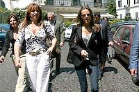 NAPOLI FRANCESCA PASCALE FIDANZATA DI SILVIO BERLUSCONI  E MUSSOLINIDURANTE CAMPAGN ELETTORALE 2009