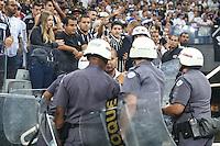 SÃO PAULO, SP, 02.03.2016 - CORINTHIANS-SANTA FÉ - Torcida do Corinthians realiza protesto durante partida contra Santa Fé válido pela Copa Libertadores na Arena Corinthians na região leste da cidade de São Paulo nesta quarta-feira, 02. (Foto: Vanessa Carvalho/Brazil Photo Press)
