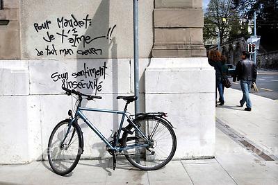 Genève, le 07.04.2009.Tag critique à l'encontre de Maudet..© Le Courrier / J.-P. Di Silvestro