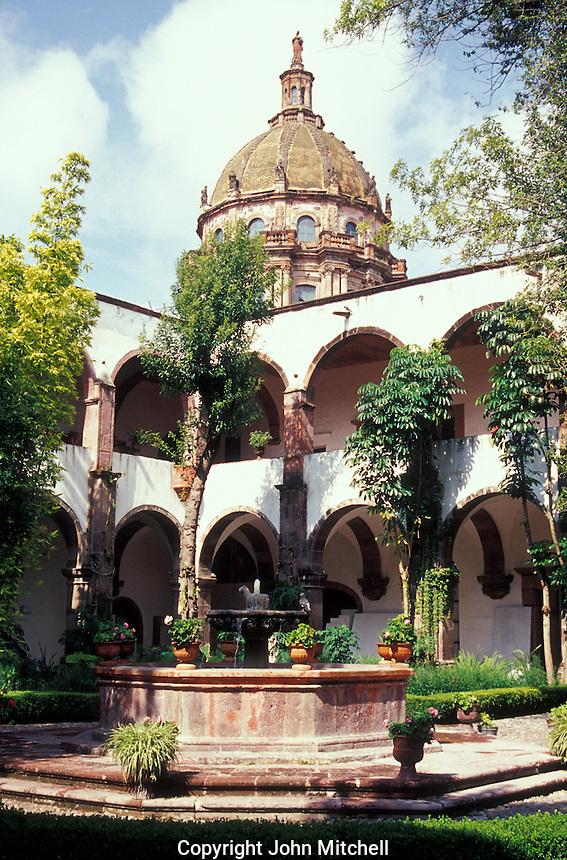 Courtyard of the Escuela de Bellas Artes or Centro Cultural Nigromante in San Miguel de Allende, Guanajuato state, Mexico