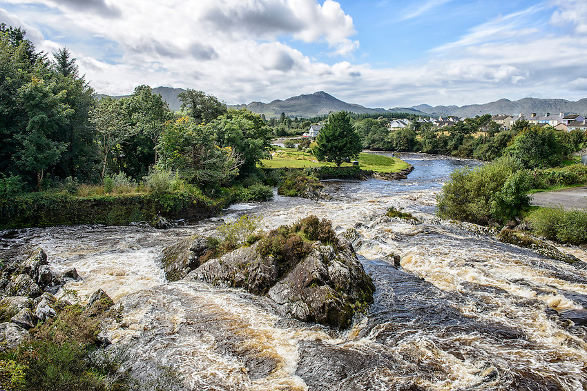 A view of the Sneem River from a bridge in Sneem, on the Ring of Kerry, County Kerry, Ireland