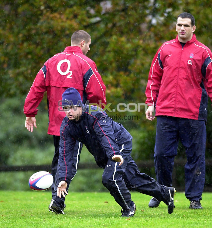 Pix: Matthew Lewis/SWpix.com.  Rugby Union. England Rugby Union Training Session, Pennyhill Park Hotel, Bagshot, Surrey. 06/11/2002...COPYRIGHT PICTURE>>SIMON WILKINSON>>01943 436649>>..England's Austin Healey during training at the Pennyhill Park Hotel,  ahead of the game against New Zealand on Saturday.