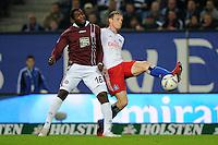 FUSSBALL   1. BUNDESLIGA   SAISON 2011/2012    11. SPIELTAG Hamburger SV - 1. FC Kaiserslautern                          30.10.2011 Marcell JANSEN (re, Hamburg) gegen Richard SUKUTA-PASU (li, Kasierslautern)