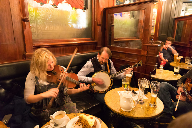 Local musicians playing traditional music in The Garrick, a pub in Belfast, Northern Ireland