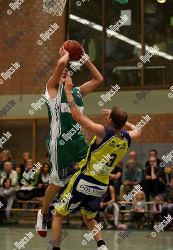 2007-09-08 / Basketbal / Gembo-Geel / Vingerhoets (Gembo) met Michiels van Geel (r)