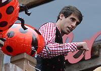 FUSSBALL   1. BUNDESLIGA   SAISON 2012/2013    Die Mannschaft des FC Bayern Muenchen besucht das Oktoberfest am 07.10.2012 Javi , Javier Martinez