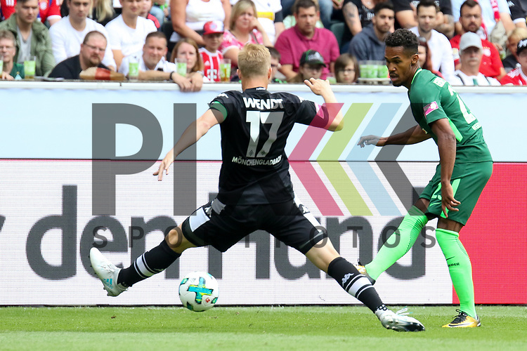 Gladbachs Oscar Wendt (Nr.17) verteidigt einen Schuss beim Telecom Cup 2017 Borussia Moenchengladbach - SV Werder Bremen.<br /> <br /> Foto &copy; PIX-Sportfotos *** Foto ist honorarpflichtig! *** Auf Anfrage in hoeherer Qualitaet/Aufloesung. Belegexemplar erbeten. Veroeffentlichung ausschliesslich fuer journalistisch-publizistische Zwecke. For editorial use only.