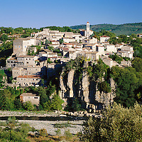 France, Rhône-Alpes, Département Ardèche, Balazuc: village at river Ardèche, classified one of the the most beautiful villages of France (Plus beaux villages de France) | Frankreich, Rhône-Alpes, Département Ardèche, Balazuc: Dorf am Ufer der Ardèche, klassifiziert als eines der Plus beaux villages de France (schoensten Doerfer Frankreichs