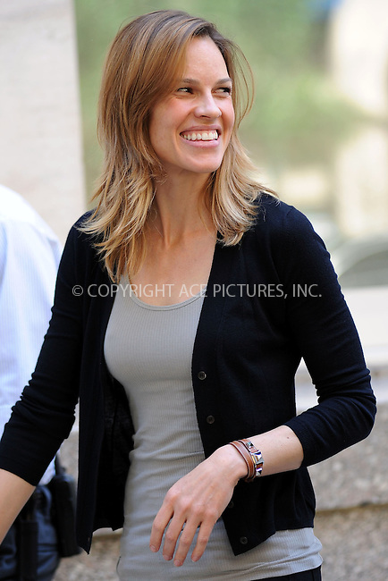 WWW.ACEPIXS.COM . . . . . ....May 4 2010, New York City....Actress and producer Hilary Swank on the Manhattan set of the new movie 'Soemthing Borrowed' on May 4 2010 in New York City.....Please byline: KRISTIN CALLAHAN - ACEPIXS.COM.. . . . . . ..Ace Pictures, Inc:  ..(212) 243-8787 or (646) 679 0430..e-mail: picturedesk@acepixs.com..web: http://www.acepixs.com