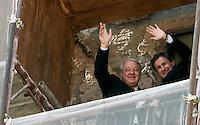 Il presidente designato della Roma Thomas Richard DiBenedetto, ed il sindaco di Roma Gianni Alemanno, a destra, salutano dal balcone del Campidoglio, in occasione del loro incontro, a Roma, 21 settembre 2011..Boston executive and AS Roma football club's newly designated president Thomas Richard DiBenedetto, left, and Rome Mayor Gianni Alemanno wave from the balcony of the Campidoglio capitol hill, in occasion of their meeting, in Rome, 21 september 2011..UPDATE IMAGES PRESS/Riccardo De Luca