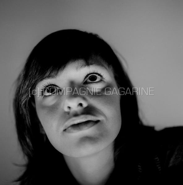 Portrait of a young woman in her twenties (Belgium, 15/03/2008)
