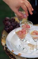 Europe/France/Gastronomie générale: Repas en plein air - Raisins marinés dans du poiré, vanille et jus de citron