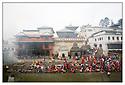 N&eacute;pal<br /> Kathmandu- Pashupatinath, le Temple d'or, rivi&egrave;re Bagmati, cr&eacute;mation.