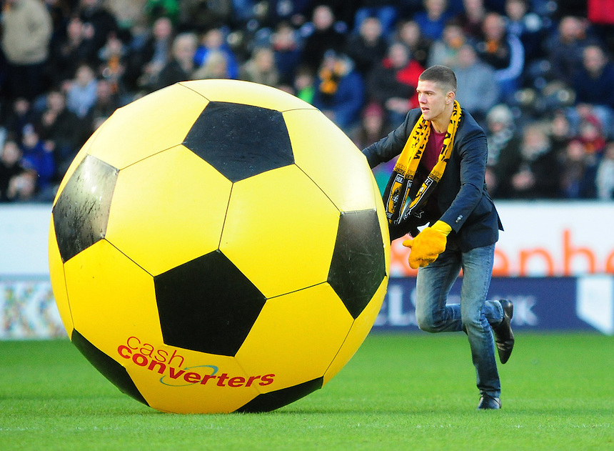 Boxer Luke Campbell takes part in the half time competition at Hull City<br /> <br /> Photo by Chris Vaughan/CameraSport<br /> <br /> Football - Barclays Premiership - Hull City v Chelsea - Saturday 11th January 2014 - Kingston Communications Stadium - Hull<br /> <br /> &copy; CameraSport - 43 Linden Ave. Countesthorpe. Leicester. England. LE8 5PG - Tel: +44 (0) 116 277 4147 - admin@camerasport.com - www.camerasport.com