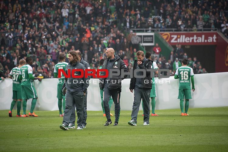 16.05.2015, Weser Stadion, Bremen, GER, 1.FBL. Werder Bremen vs Borussia Moenchengladbach, im Bild<br /> <br /> entt&auml;uscht / enttaeuscht / traurig /<br /> Torsten Frings (Co-Trainer Werder Bremen)<br /> Viktor Skripnik (Trainer Werder Bremen<br /> Viktor Skripnik (Trainer Werder Bremenv<br /> Florian Kohfeldt (Werder Co Trainer)<br /> <br /> <br /> Foto &copy; nordphoto / Kokenge