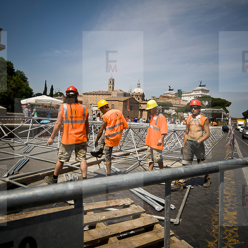 Cantiere a Roma..Man at work in Rome