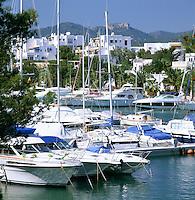 Spain, Mallorca, Cala D'or: Marina in Spring | Spanien, Mallorca, Cala D'or: Yachthafen