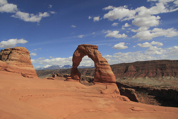 Delicate Arch and the La Sal Mountains in Arches National Park, Moab, Utah.<br />