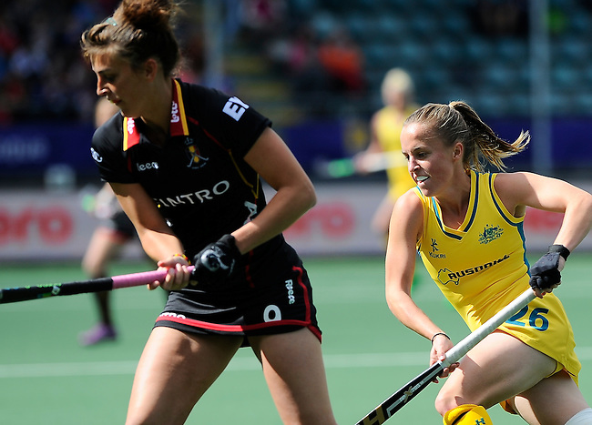 The Hague, Netherlands, June 05: Emily Smith #26 of Australia in action during the field hockey group match (Women - Group A) between Belgium and Australia on June 5, 2014 during the World Cup 2014 at Kyocera Stadium in The Hague, Netherlands. Final score 2:3 (1:1) (Photo by Dirk Markgraf / www.265-images.com) *** Local caption ***