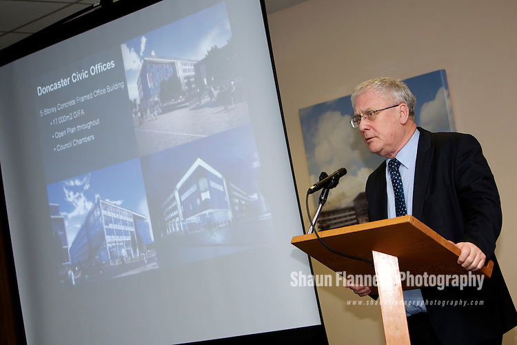 Pix: Shaun Flannery/shaunflanneryphotography.com...COPYRIGHT PICTURE>>SHAUN FLANNERY>01302-570814>>07778315553>>..13th January 2011..........Wates Construction - Meet The Buyer event, Doncaster Racecourse..Doncaster Mayor, Peter Davies.