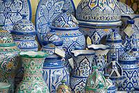 ESP, Spanien, Andalusien, Córdoba: Keramiken, Kruege, Vasen   ESP, Spain, Andalusia, Córdoba: ceramics, jars, vases