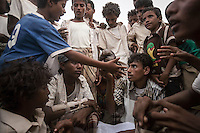 Tuesday 07 July, 2015: Displaced from the heavy fighting in Haradh bordertown distribute food rations in a temporary settlement at the outskirts of Beni Hassan in Hajjah province, Northwest of Yemen. (Photo/Narciso Contreras)