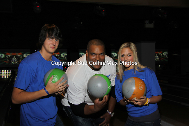As The World Turns' Mick Hazen and Allie Gorenc pose with One Life To Live's Sean Ringgold at The Seventh Annual Daytime Stars and Strikes benefitting The American Cancer Society hosted by Elizabeth Keifer and Jerry VerDorn with actors from One Life To Live, All My Children, As The World Turns and Guiding Light on October 9, 2010 in New York City, New York. (Photo by Sue Coflin/Max Photos)