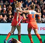 ROTTERDAM - Margot Van Geffen (Ned) met Lieke Hulsen (Ned)   tijdens de Pro League hockeywedstrijd dames, Nederland-USA  (7-1) .  COPYRIGHT  KOEN SUYK